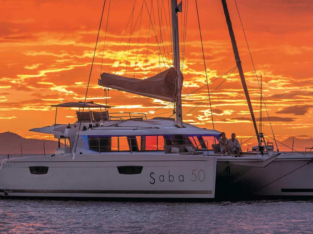 loď pri západe Slnka